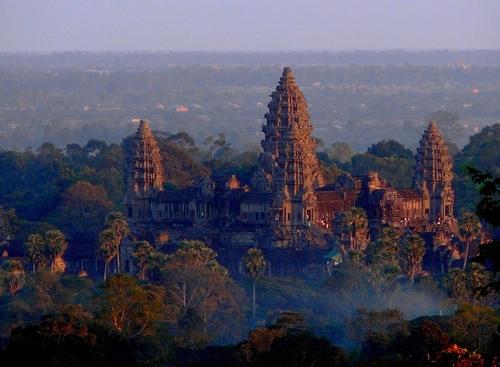 Angkor-Wat-Cambodia-sunset-zrim.jpg